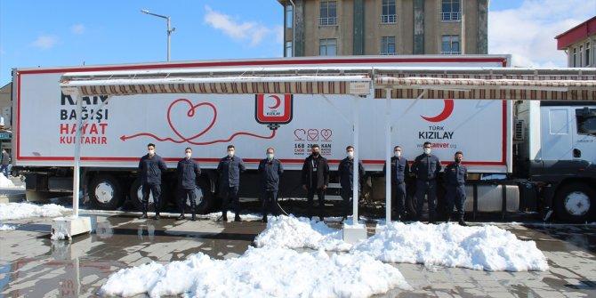 Yunak'ta kan bağışı kampanyasına jandarma ve vatandaşlardan destek