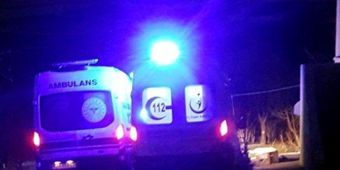 Çamura saplanan ambulansları belediye kepçe ile kurtardı