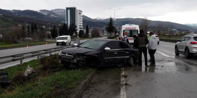 Otomobil bariye çarptı: 1 yaralı