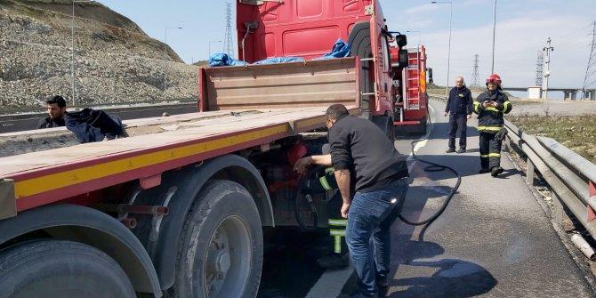 Sürücünün dikkati, TIR'ın yanmasını önledi