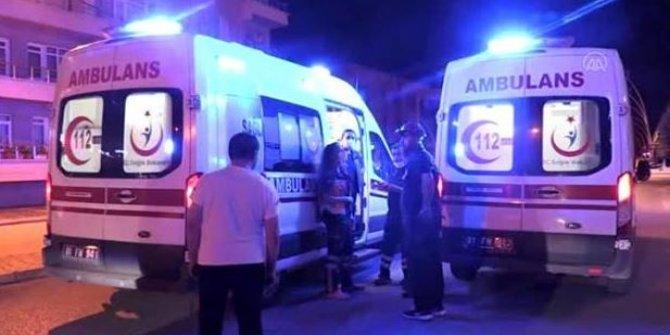 Otobüs ile otomobil çarpıştı: 3 ölü, 11 yaralı
