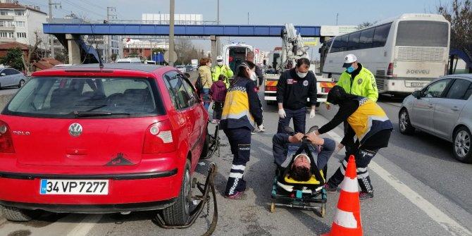 Başka bir aracın sıkıştırdığı otomobil bariyere çarptı: 1 yaralı