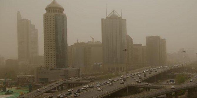 Çin'in başkenti Pekin, yine kum fırtınasının etkisinde