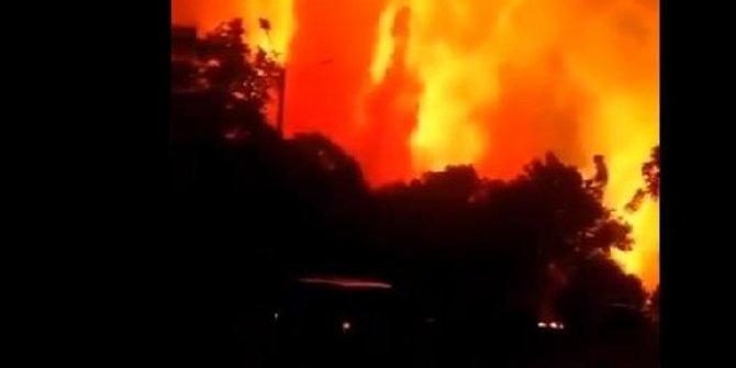 Endonezya'da petrol rafinerisinde patlama