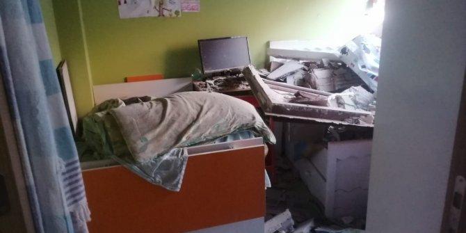 Yıkım esnasında çöken ağır hasarlı bina, başka binaya hasar verdi