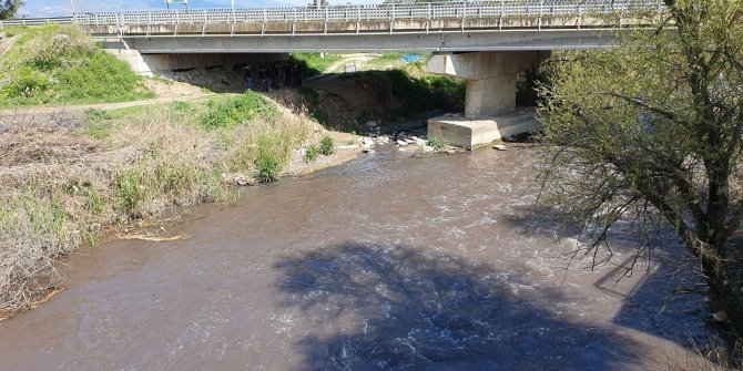 Köprüden suya atladığı iddia edilen yaşlı adam için arama çalışması başlatıldı