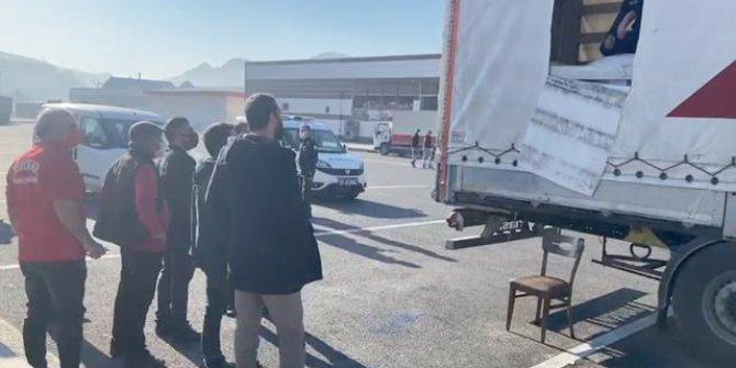 Van'da tırın dorsesinden 218 düzensiz göçmen çıktı