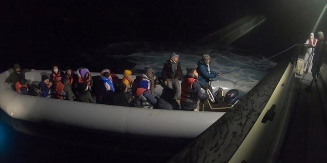 Turkish coast guard rescues 13 asylum seekers