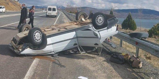 Kamyonla çarpışan otomobil ters döndü:4 yaralı