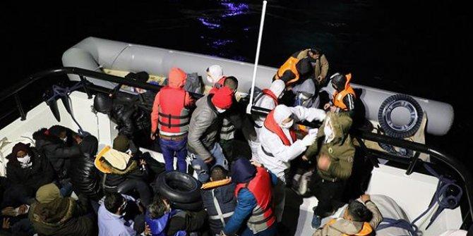 Çanakkale'de botları arızalanan 54 sığınmacı kurtarıldı
