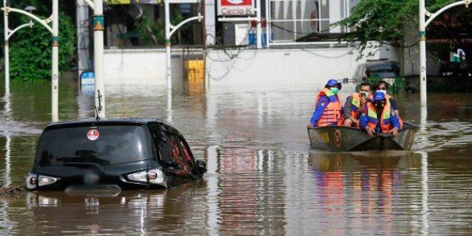 Endonezya'da sel: 20 ölü, 5 kayıp
