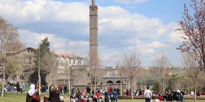 Koronavirüs vaka sayının arttığı Diyarbakır'da, denetimler sıklaştırıldı