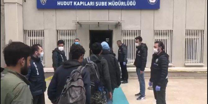 17 kişilik minibüsten, 40 düzensiz göçmen çıktı