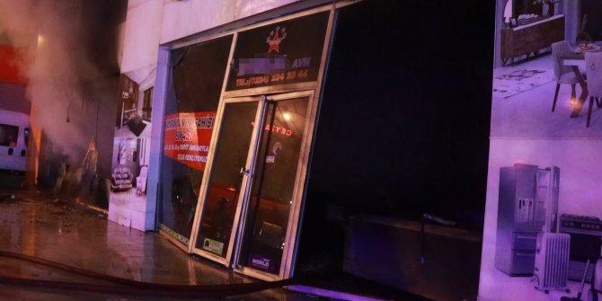 Bursa'da 2 katlı mobilya mağazası yandı