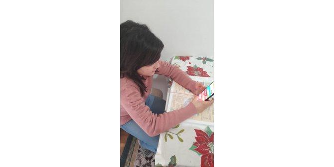 Derslerini telefondan takip eden Liva Nur, para dolu cüzdanı polise teslim etti