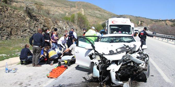 Otomobil TIR'a arkadan çarptı; 1 ölü