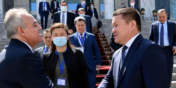 Kırgızistan'dan uçakta rahatsızlanan bebeği kurtaran Türk vekile teşekkür