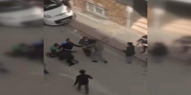 İki aile arasında baltalı, sopalı kavga anı kamerada