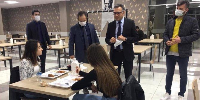 Rektör Aksoy öğrencilerle iftar yaptı