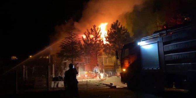Yaşlı çift, sesleri duyunca 'hırsız geldi' zannetti: Evlerinin yandığını gördü