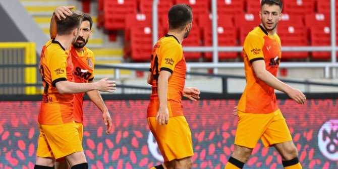 Galatasaray'da forvet değişmeyecek