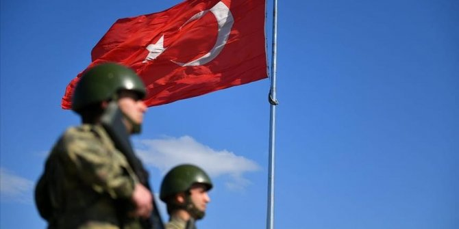 Turkey: 5 people held trying to flee to Greece, Syria