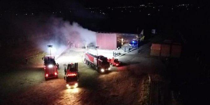 İzmir'de depo yangını: Binlerce balya saman kül oldu
