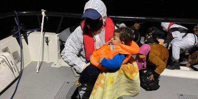 Turska obalna straža u Egejskom moru spasila 30 tražitelja azila