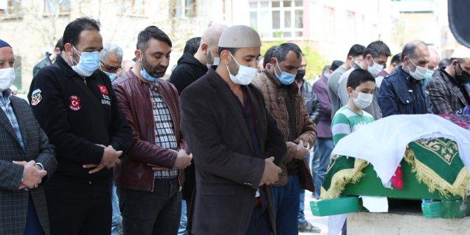 Konya'da hayatını kaybeden anneanne ve torunu son yolculuğuna uğurlandı