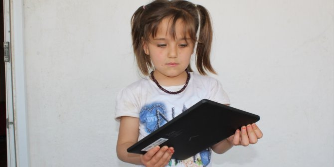 7 Yaşındaki yetim Nehir'in tablet ihtiyacını karşıladılar