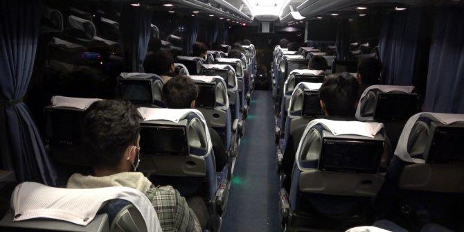 Sahte kimlik ve seyahat izin belgeli Afgan uyruklu 25 göçmen yakalandı