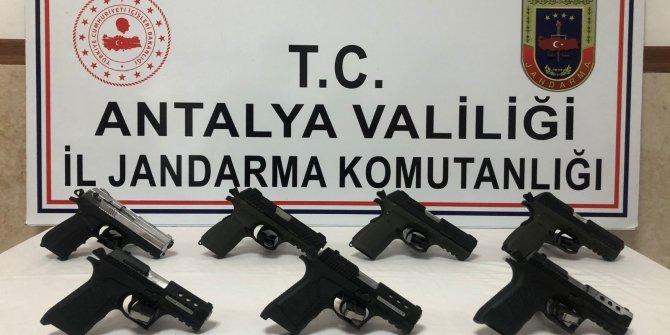 Konya'dan Antalya'ya silah ticareti yapanlara suçüstü: 2 gözaltı