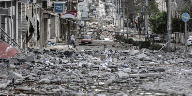 İsrail Gazze'de bir cami ile 12 sivil yerleşim alanını bombaladı