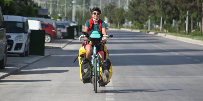 Elektrikli bisikletiyle Türkiye turuna çıkan Bengi, Konya'da mola verdi