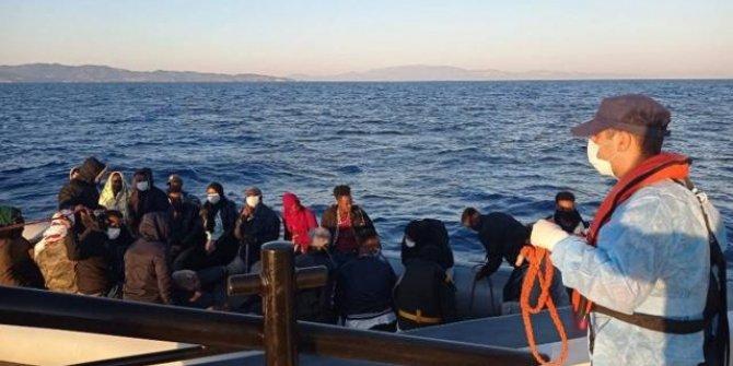 İzmir açıklarında Türk kara sularına itilen 70 sığınmacı kurtarıldı