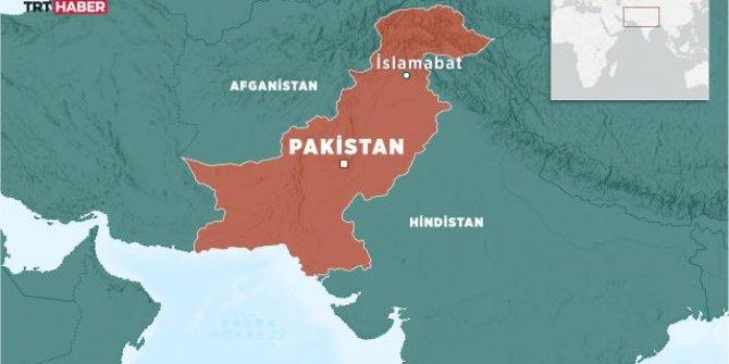Pakistan'da otobüs nehre düştü: 1 ölü, 16 kayıp