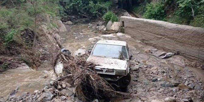 Sele kapılan otomobil 2 kilometre uzakta bulundu