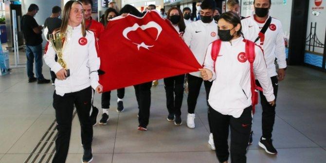 Dünya şampiyonu Özel Sporcular yurda döndü