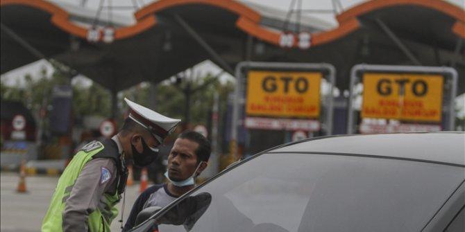 Kasus Covid-19 melonjak, polisi sekat 10 ruas jalan di Jakarta