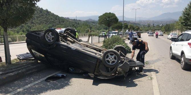 Otomobil devrildi: 5'i çocuk 6 yaralı