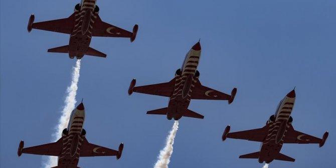 """Performans """"Turskih zvijezda"""" na nebu povodom Dana mira i slobode u Turskoj Republici Sjeverni Kipar"""