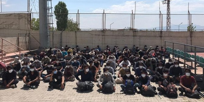 80 migrants who illegally entered Turkey held