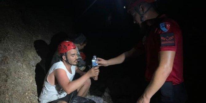 Ormanlık alanda kaybolan 2 kişiyi JAK buldu