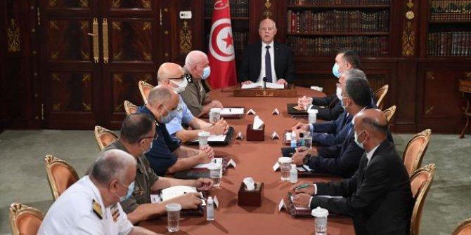 Tunus Cumhurbaşkanı Başbakan Meşişi'yi görevden aldı