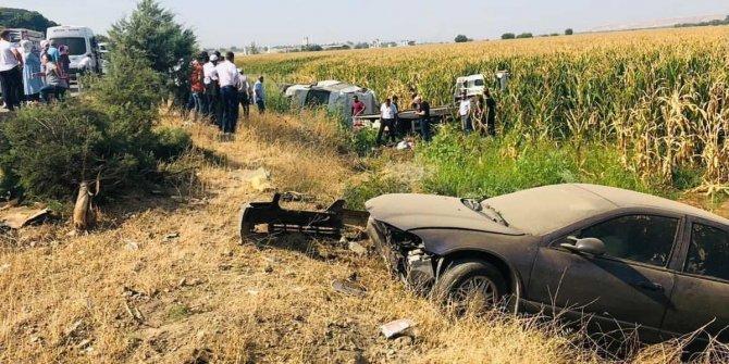 Oto çekici aracı ile otomobil çarpıştı: 3 yaralı