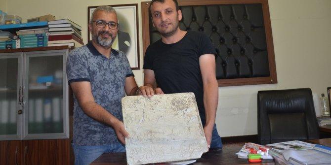 Kızılırmak kenarında bulunan kitabe müzeye teslim edildi