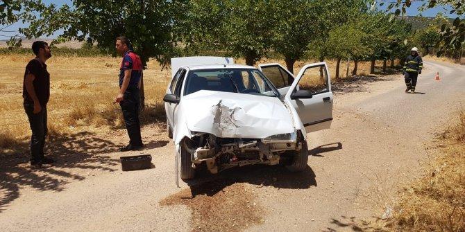 Yaralı kardeşini hastaneye yetiştirmek isterken kaza yaptı