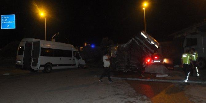 Kontrolden çıkan kamyonu beton bariyerler de durduramadı: 5 yaralı