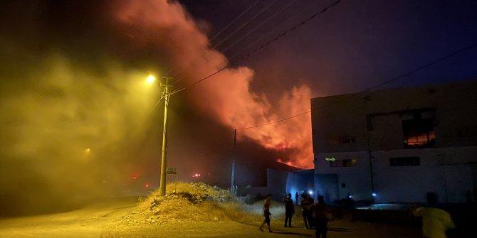 Kahramanmaraş'ta geri dönüşüm tesisinde çıkan yangına müdahale ediliyor