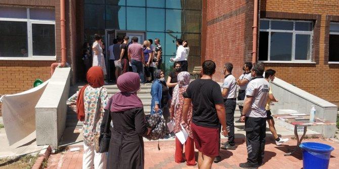 KPSS'ye girecek adaylarla görevliler arasında 'saat' krizi